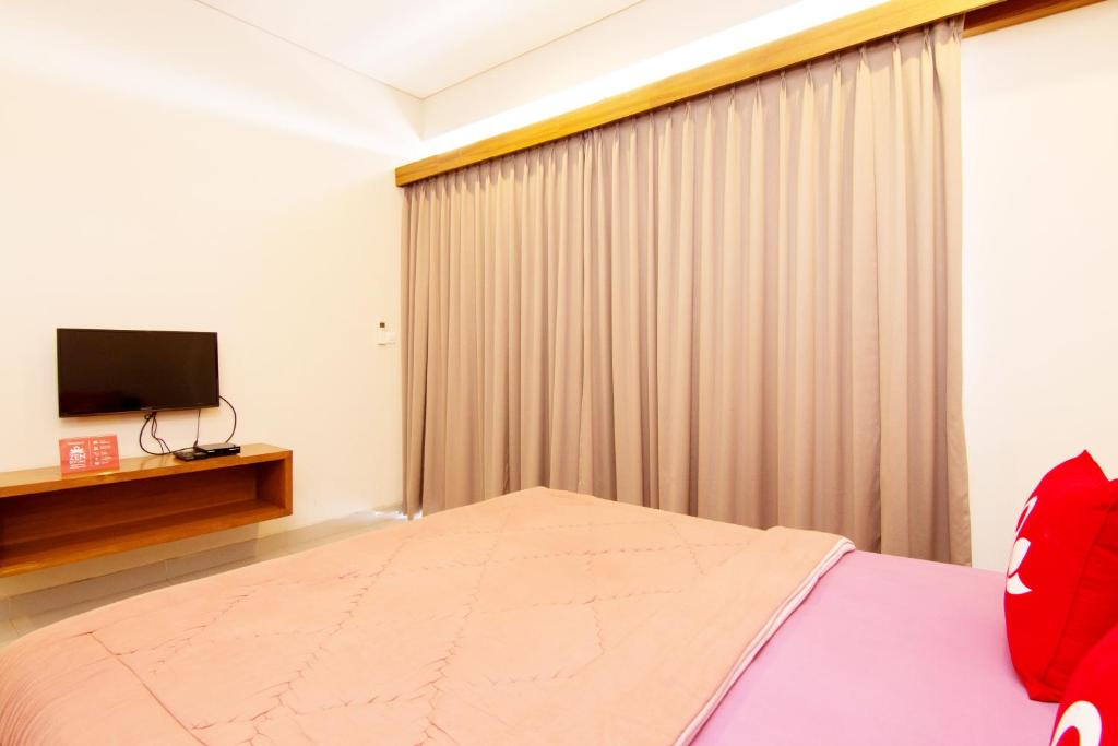 Standard Double Room ZEN Rooms Homey Sanur