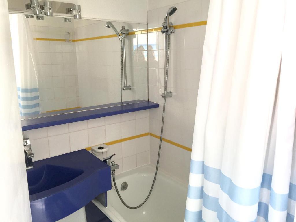 sara riviera costa plana cap d 39 ail book your hotel with viamichelin. Black Bedroom Furniture Sets. Home Design Ideas