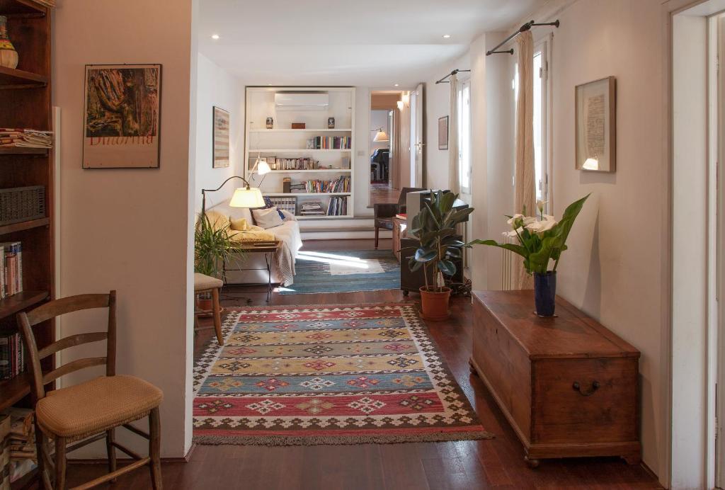 Grand Piano Apartment