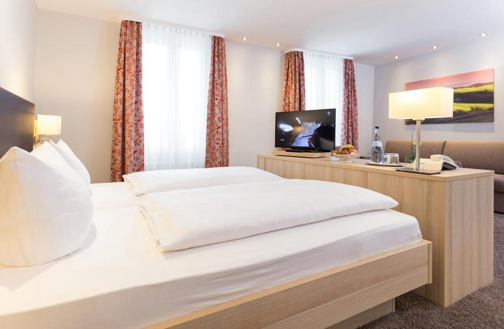 hotel pf lzer wald bad bergzabern reserve o seu hotel com viamichelin. Black Bedroom Furniture Sets. Home Design Ideas