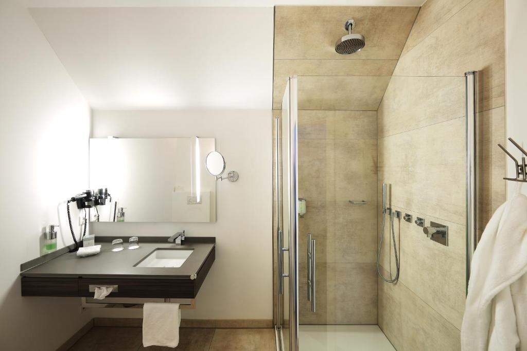 romantik hotel neuhaus iserlohn informationen und buchungen online viamichelin. Black Bedroom Furniture Sets. Home Design Ideas