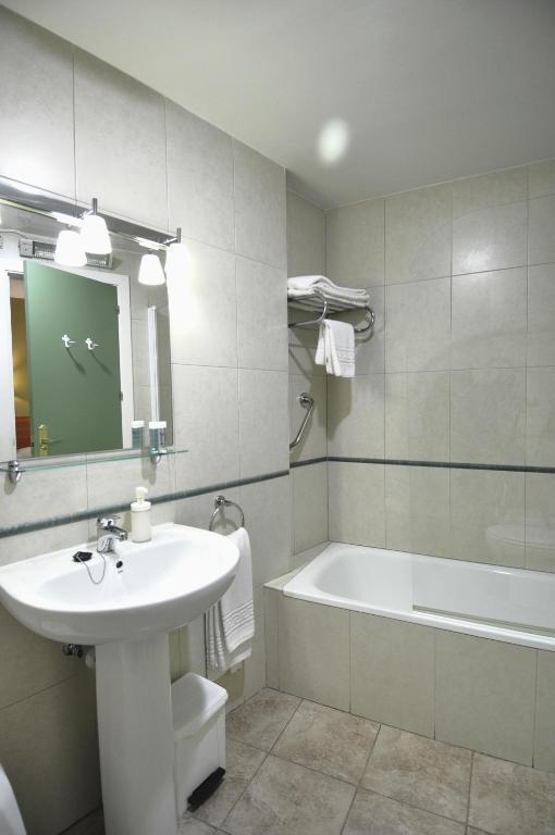 Hotel apartamentos aralso segovia zarezerwuj online viamichelin - Apartamentos aralso segovia ...