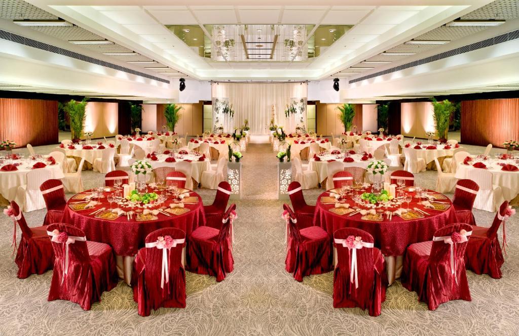 Regal Riverside Hotel Restaurants