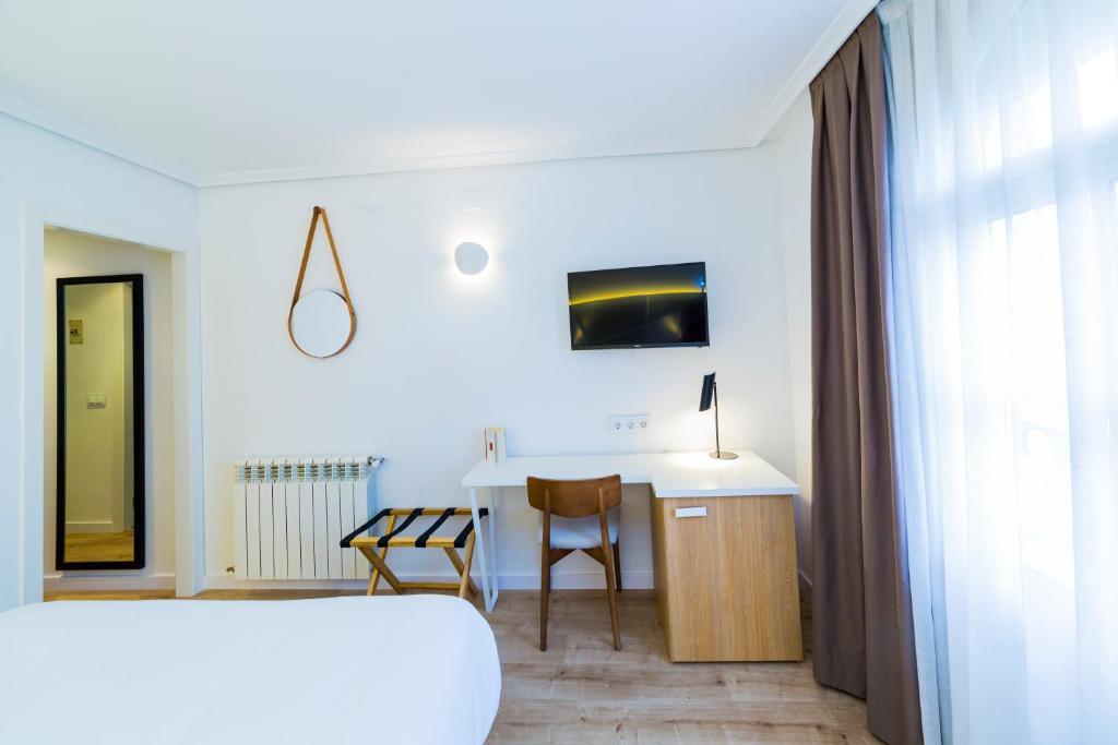 Hotel ca itas maite casas ib ez reserva tu hotel con viamichelin - Hotel aro s casas ibanez ...
