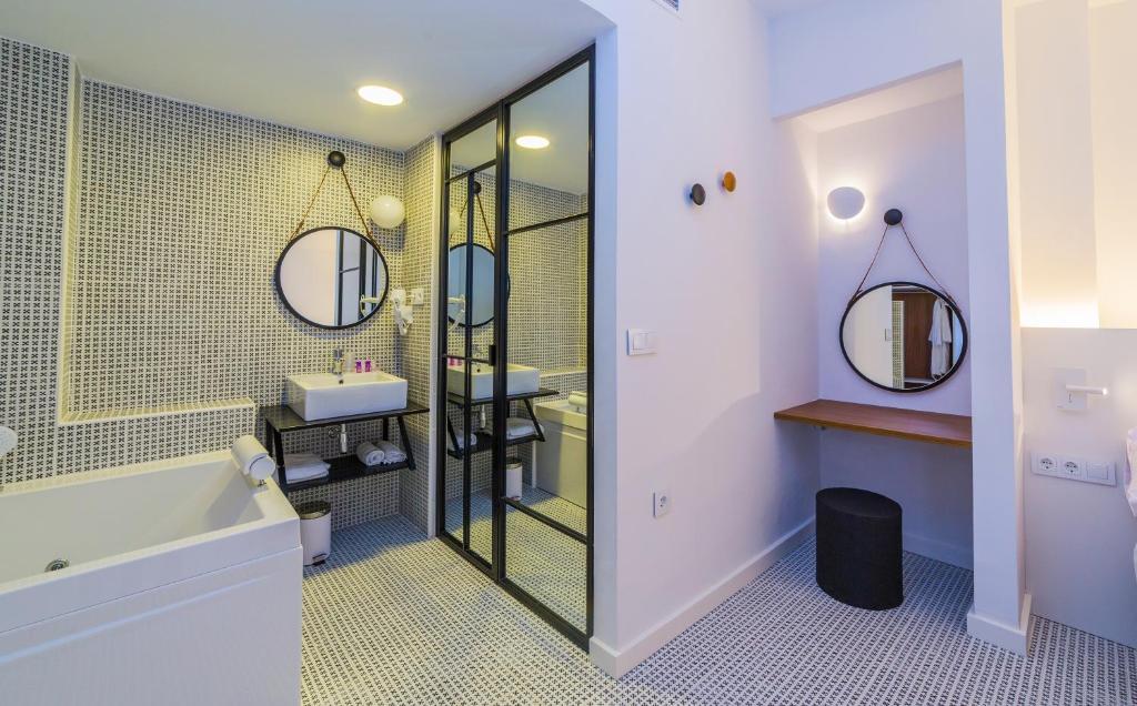Hotel ca itas maite r servation gratuite sur viamichelin - Hotel aro s casas ibanez ...
