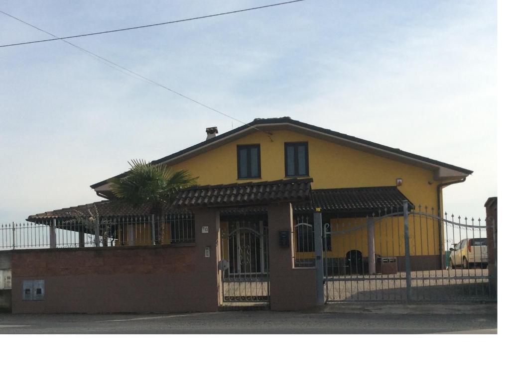 Villacolle Mery, nellaMongardino, Italia   Wander