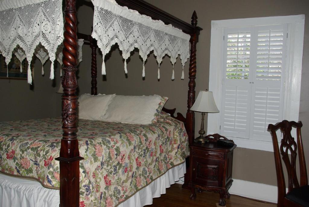 twin oaks inn natchez informationen und buchungen. Black Bedroom Furniture Sets. Home Design Ideas