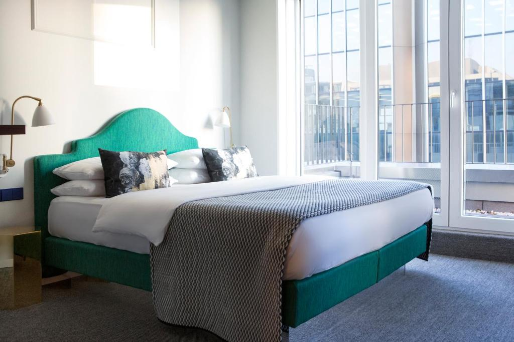 the fritz d sseldorf k nigsallee d sseldorf book your hotel with viamichelin. Black Bedroom Furniture Sets. Home Design Ideas