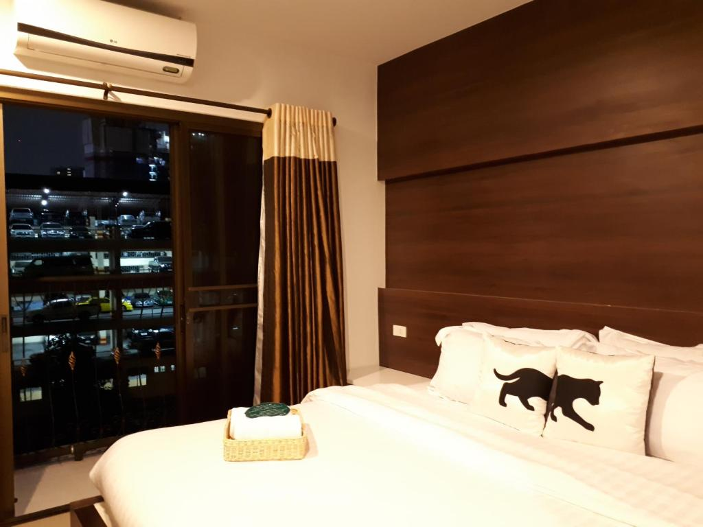 Bed By City Hotel