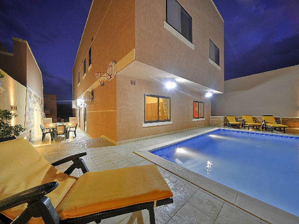 Carville Villa Apartment