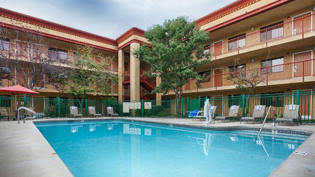 Best Western Plus Orchid Hotel & Suites