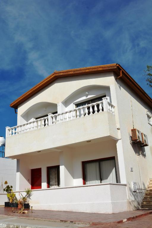 Karistos Apartments