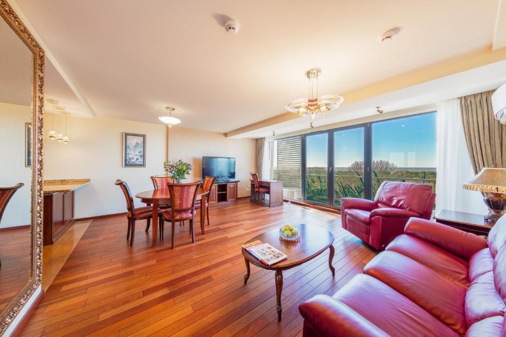 Leo Sea View Apartments
