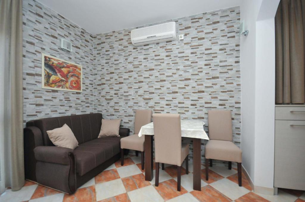 D&D Apartments 3