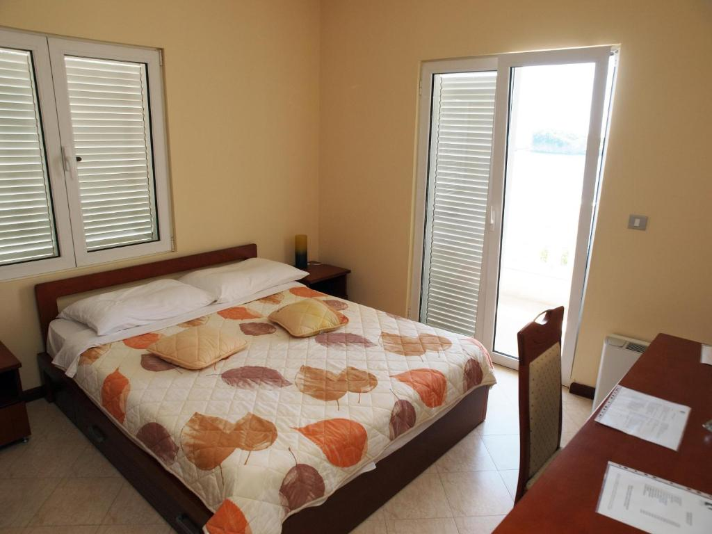 Double Room with Balcony and Sea View Hotel R