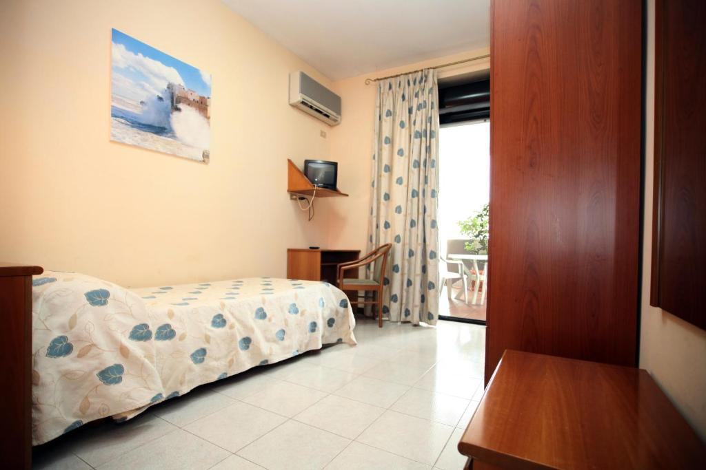 Single Room with Balcony Hotel Cristal