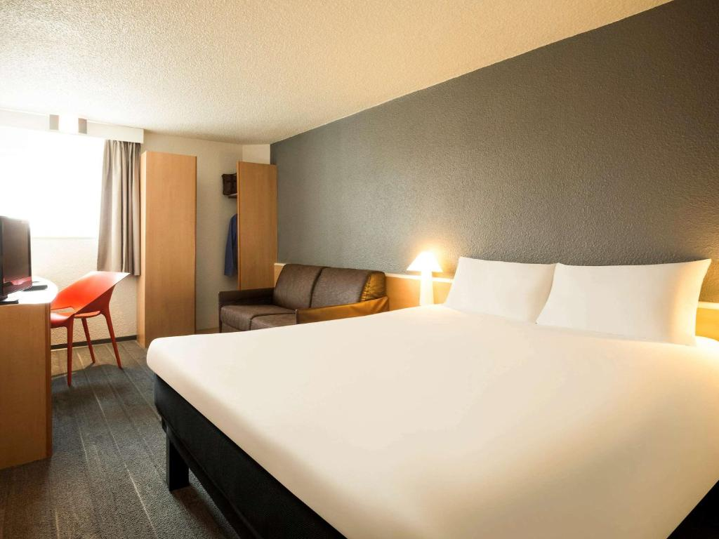 Ibis Orly Chevilly Tram 7 L Ha 255 Les Roses Book Your