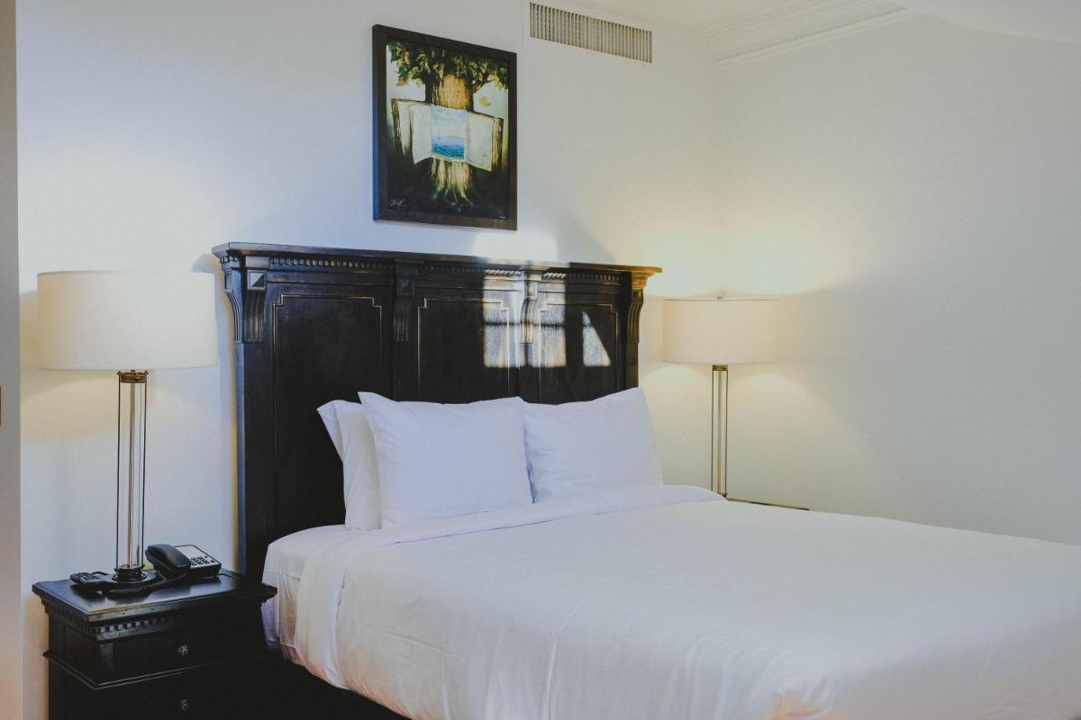 Photo - Royal Frenchmen Hotel and Bar