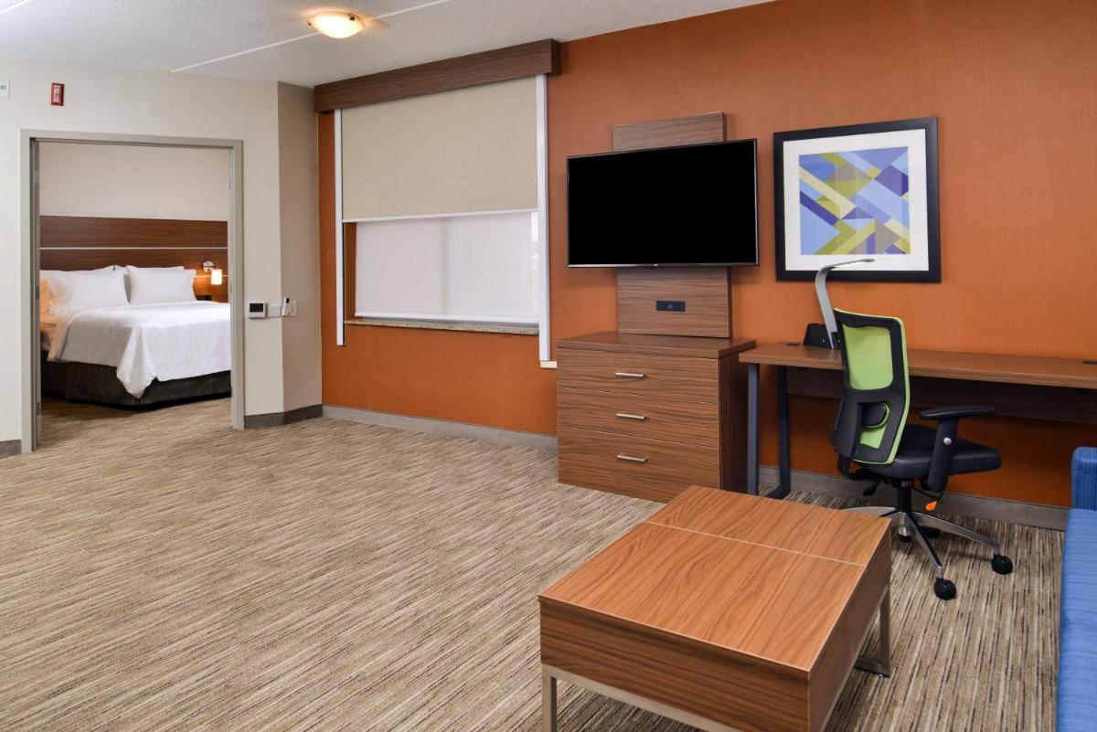 Photo - Holiday Inn Express & Suites Buffalo Downtown, an IHG Hotel