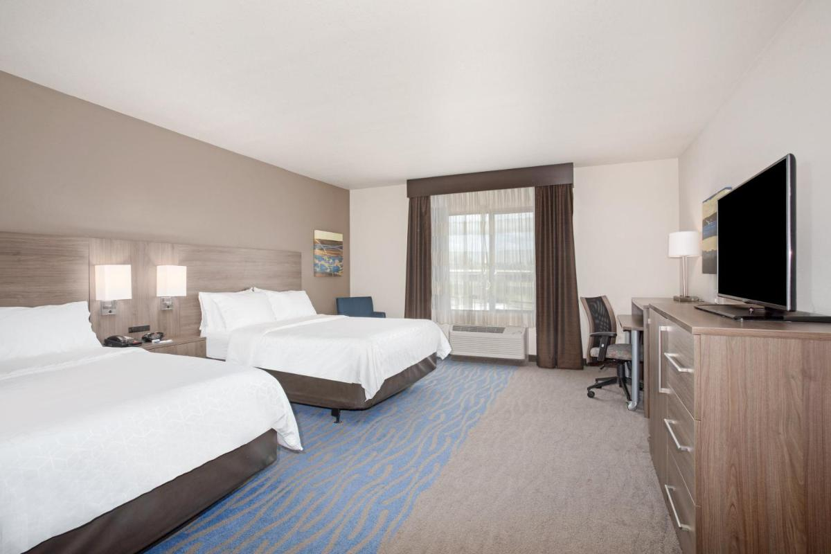 Photo - Holiday Inn Express & Suites Manhattan, an IHG Hotel