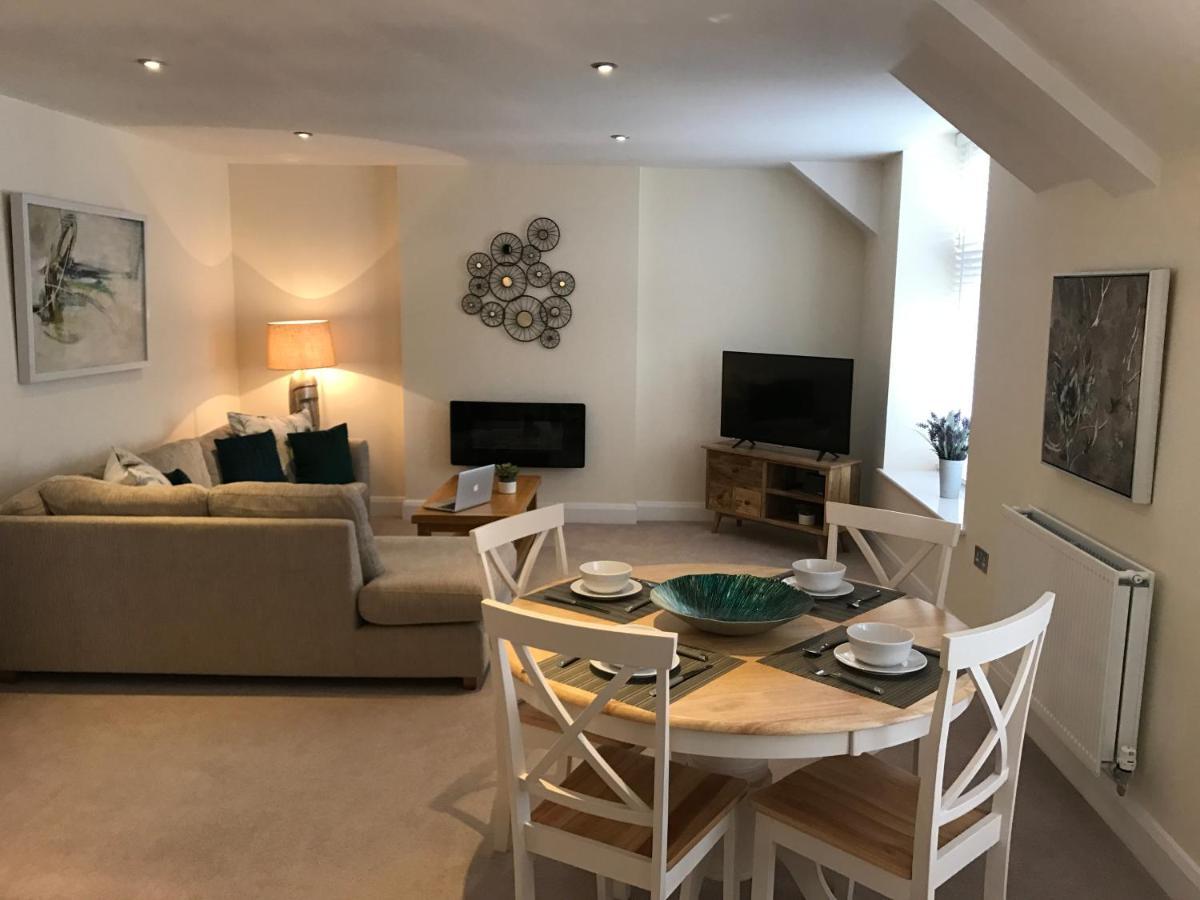 Quarters - Riverside Apartment | 4 The Old Gaol, Bridge Street, Oxford OX14 3HE | +44 1865 362797