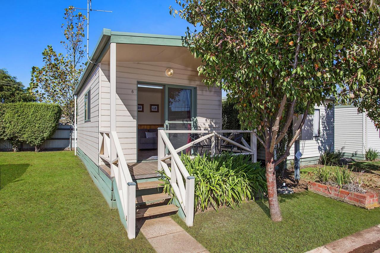 Hamilton Caravan Park | 75 Shakespeare Street, Hamilton, Victoria 3300 | +61 3 5572 4235