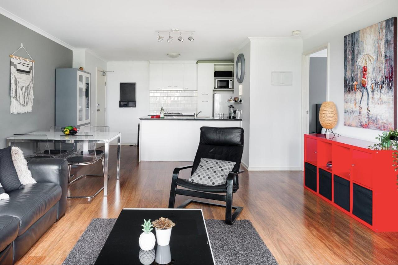 Spacious Stylish Apartment with Balcony, Tennis, Gym, Pool | 88 Southbank Boulevard, Melbourne, VIC 3006 | +61 417 585 983