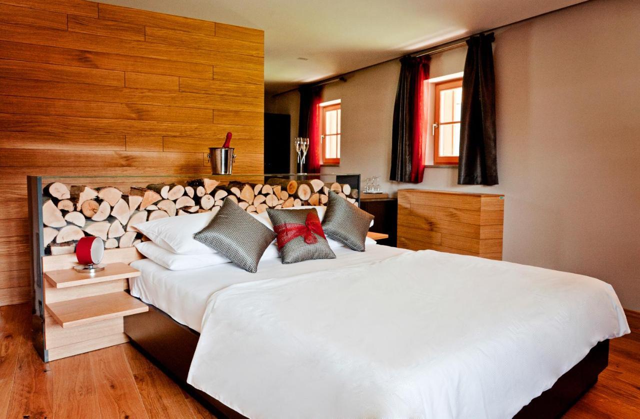 Soba z zakonsko posteljo ali dvema enojnima posteljama