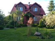 Dom z basenem nad Narwia