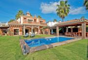 Holiday villa with 5 bedrooms private pool Nueva Andalucia Marbella