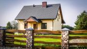 Dom w Głuszynie z linią brzegową