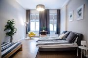 Huge new home for 8 people in city center
