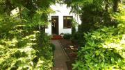 Pokój z łazienką aneks kuchenny ogród