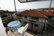 Apartments and rooms with parking space Njivice Krk 408