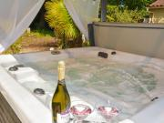 Quaint Holiday Home in Lalinde with Jacuzzi