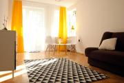 Yellow Apartment oposite ZOO 5 minutes walk to the Old Town