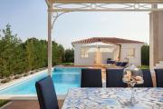 Vabriga Villa Sleeps 8 Pool Air Con WiFi T704449