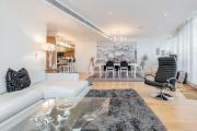 Luxury Riverside 3 Bedroom Apartment with Thames View