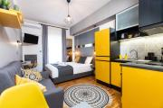 Downtown Luxury Boutique Suites the yellow suite