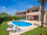 Family friendly house with a swimming pool Radetici Central Istria Sredisnja Istra 17183