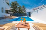 Villa Star 4 a centrally located ap with a pool