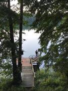 Domek nad jeziorem z widokiem