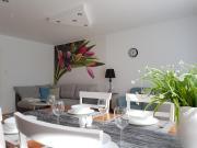 Oasis - sunny park apartment