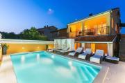 Holiday house Vesna with Heated PoolHot TubBikes