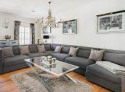 Luxurious 190m2 penthouse in main shopping street