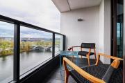 Luxury Riverfront Appt near Centre with View Balcony