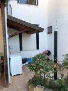 BB Bed Breakfast situato a 50 metri dal mare con giardino e ingresso indipendente cucina e 4 posti letto letto matrimoniale divano letto e letto singolo completamente arredato lavatrice aria climatizzata