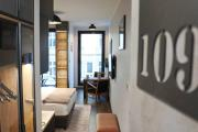 BOUTIQUE 109 old city luxury apt with a garage