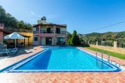 Ano Stalos Villa Sleeps 6 Pool Air Con WiFi
