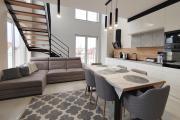 nowy dwupoziomowy apartament w Centrum